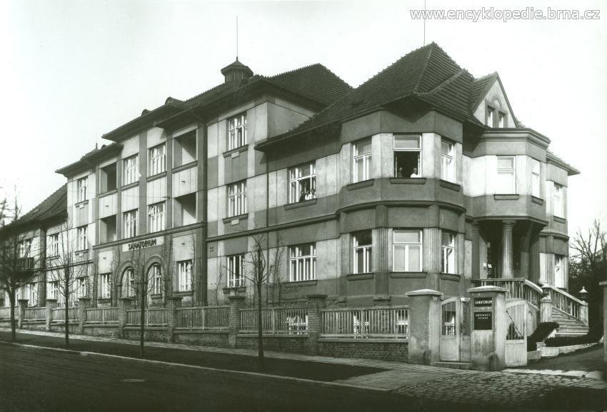 Sanatorium MUDr. Jana Navrátila v Berkově ulici (celkový pohled). Snímek z rodinného archívu Ing. Františka Navrátila.